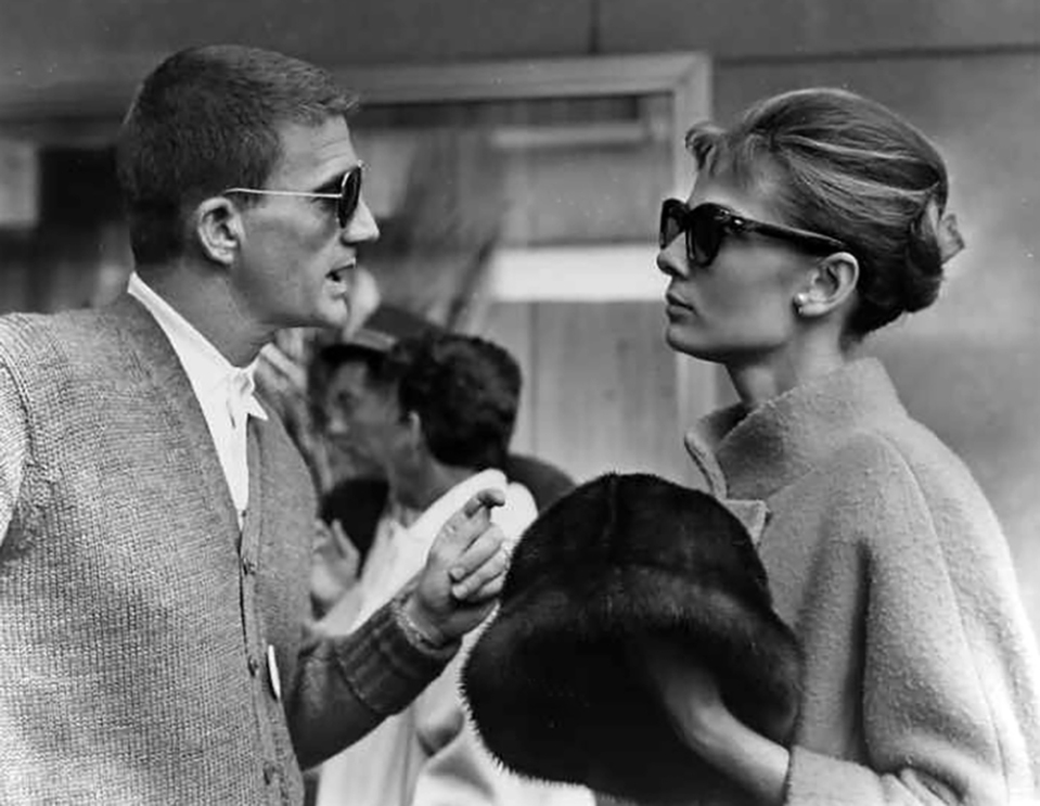 "Blake Edwards et Audrey Hepburn sur le tournage de ""Diamants sur canapé"" (Breakfast at Tiffany's) 1961"