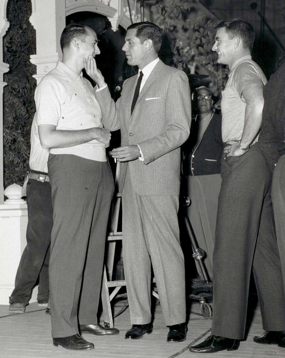 """Craig Stevens , Henry Mancini et Blake Edwards sur le tournage de """"Peter Gunn, détective spécial"""" (Gunn) 1967"""