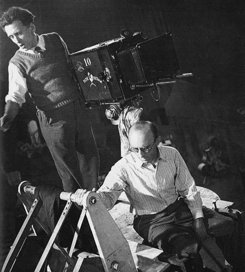 """Robert Siodmak sur le tournage de """"La vie parisienne"""" (1936)"""