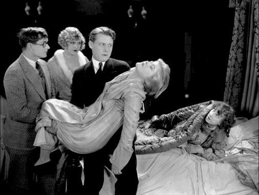 """Lee Garmes signa la photographie dans """"La Volonté du mort"""" (The Cat and the Canary) de Paul Leni (1927)"""