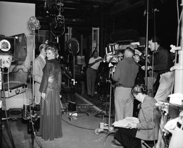 [on set] DON'T BOTHER TO KNOCK (Troublez-moi ce soir) – Roy Baker (1952). Marilyn Monroe, Richard Widmark