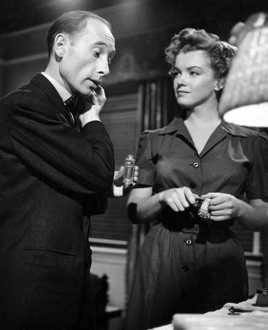 [on set] DON'T BOTHER TO KNOCK (Troublez-moi ce soir) 1952 - Roy Baker et Marilyn Monroe