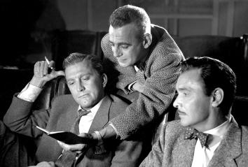 THE BAD AND THE BEAUTIFUL (Les Ensorcelés) – Vincente Minnelli (1952) - Barry Sullivan (Fred Amiel), Kirk Douglas (Jonathan Shields), Paul Stewart (THE BAD AND THE BEAUTIFUL (Les Ensorcelés) – Vincente Minnelli (1952) - Barry Sullivan (Fred Amiel), Kirk Douglas (Jonathan Shields), Paul Stewart (Syd Murphy)