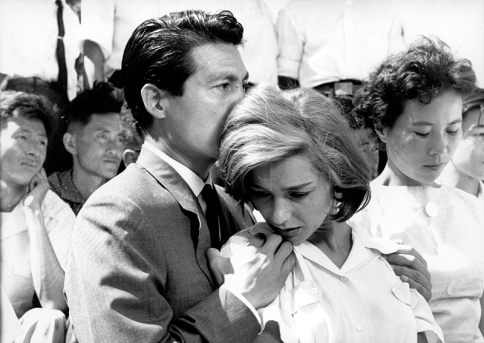"""Hiroshima mon amour"" d'Alain Resnais (1959) avec Emmanuelle Riva, Eiji Okada"