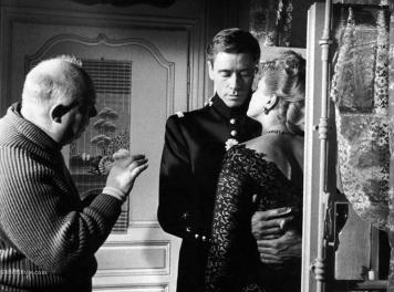 """Jean Renoir sur le tournage de """"Elena et les hommes"""" (1956) avec Ingrid Bergman et Mel Ferrer"""