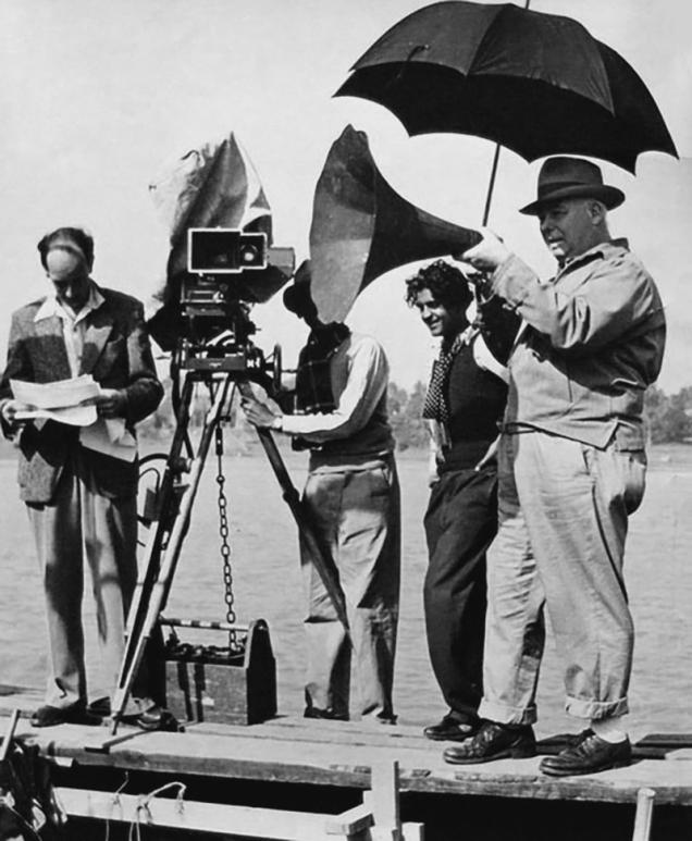 """Jean Renoir sur le tournage de """"Le Fleuve"""" (1951) adaptaté du roman semi-autobiographique de Rumer Godden"""