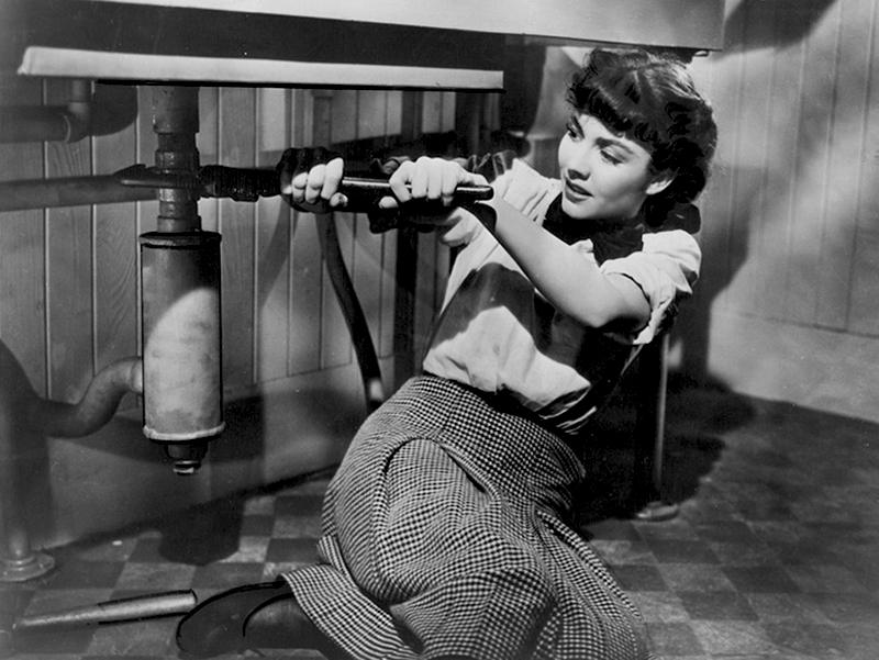 Cluny Brown (1946) Directed by Ernst Lubitsch Shown: Jennifer Jones