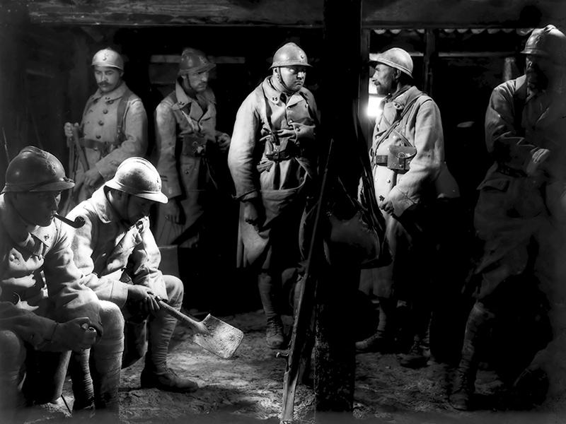 Les Croix de bois est un film français réalisé par Raymond Bernard, sorti en 1932. Il s'agit d'une adaptation du roman Les Croix de bois de Roland Dorgelès, inspiré de l'expérience vécue par son auteur durant la Première Guerre mondiale, racontant le quotidien des soldats de l'armée française pendant cette guerre, publié en 1919 aux éditions Albin Michel. Pressenti pour l'obtention du prix Goncourt de 1919, le roman est finalement devancé par À l'ombre des jeunes filles en fleurs de Marcel Proust, qui remporte le prix par six voix contre quatre.