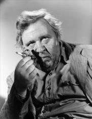Charles Laughton dans L'Île au complot (The Bribe) réalisé par Robert Z. Leonard (1949)