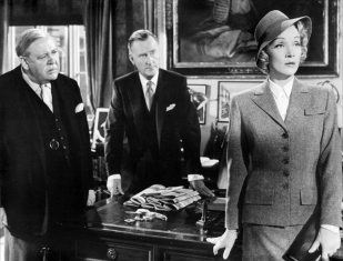 Charles Laughton, John Williams et Marlene Dietrich dans Withness for the Prosecution (Témoin à charge) de Billy Wilder, 1957