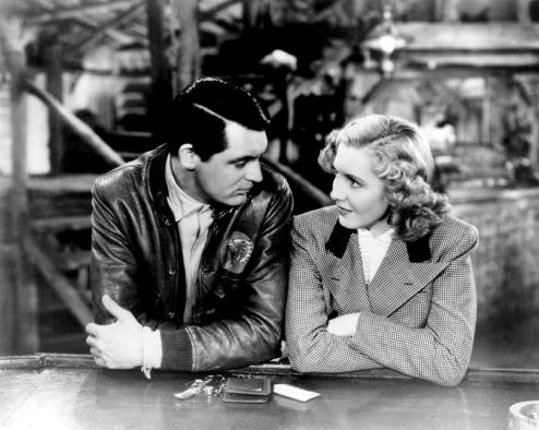 Seuls les anges ont des ailes (Only Angels Have Wings) réalisé par Howard Hawks (1939) avec Jean Arthur et Cary Grant. Ce film est considéré comme un des grands films de Hawks, est un savant mélange des thèmes hawksiens: esprit d'aventure et héroïsme, amitié virile, misogynie et ironie cruelle1. C'est le film qui révéla aussi Rita Hayworth.