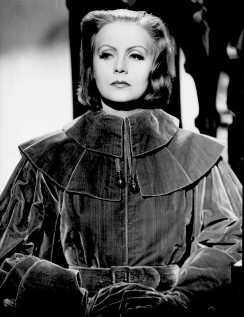 Greta Garbo dans La Reine Christine (à gauche) et Le Roman de Marguerite Gautier (à droite), sublimait sa sexualité dans une certaine spiritualité.