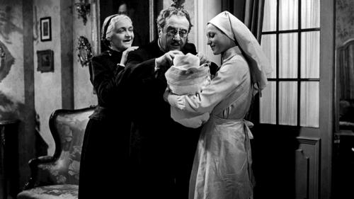 • L'Étrange Monsieur Victor est un film français réalisé en 1938 par Jean Grémillon avec Raimu, Madeleine Renaud, Pierre Blanchar, Viviane Romance