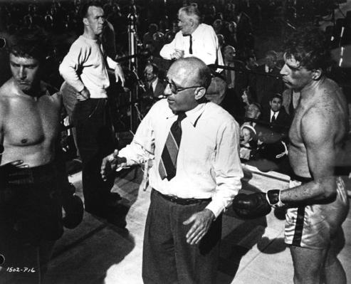 Sur le tournage des Tueurs (The Killers, 1946) Le réalisateur Richard Siodmak