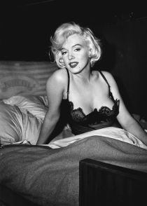 marilyn_monroe_glamour_girl_06