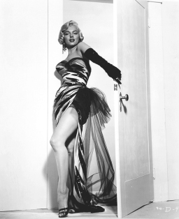 marilyn_monroe_glamour_girl_10