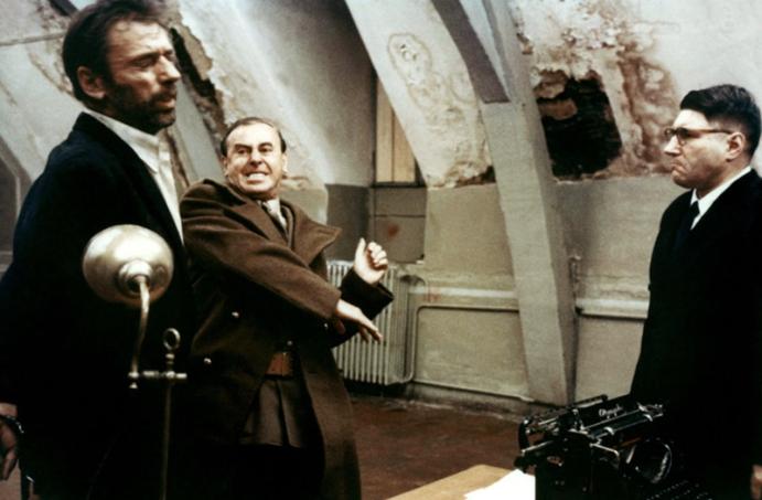 L'AVEU de Costa-Gavras (1970) adapté du livre du même nom d'Artur London avec Yves Montand, Simone Signoret, Michel Vitold