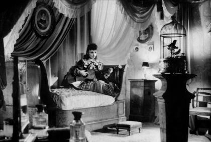 Douce de Claude Autant-Lara (1943) avec Odette Joyeux, Roger Pigaut, Madeleine Robinson, Marguerite Moreno