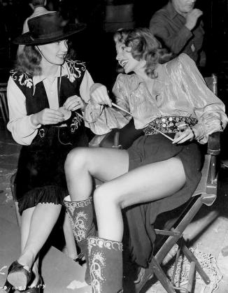 ON SET - GILDA – Charles Vidor (1946) - Rita Hayworth, Glenn Ford, George Macready