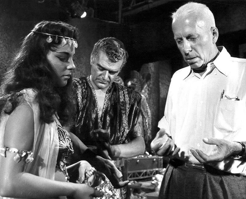 howard_hawks_terre_des_pharaons_01
