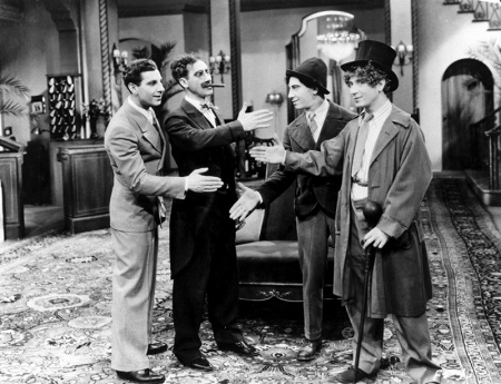 THE COCOANUTS) de Robert Florey et Joseph Santley (1929) avec Les Marx Brothers