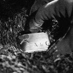 9 - Le retour de Bruno ramassant finalement le briquet est vécu comme un soulagement.