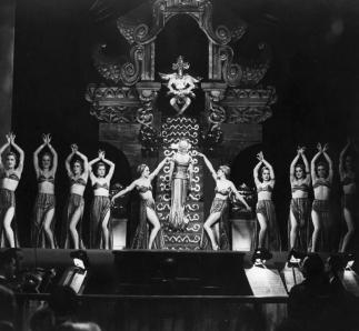 Divine de Max Ophüls, sorti en 1935 avec Simone Berriau, Gina Manès, Catherine Fonteney