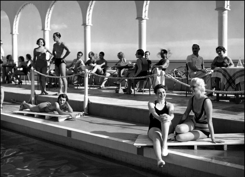 Pension Mimosas de Jacques Feyder, (1935) avec Françoise Rosay, Paul Bernard. Décors: Lazare Meerson