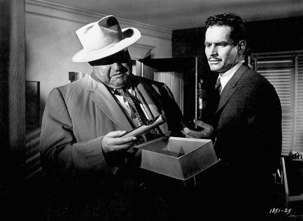 Orson Welles et Charlton Heston dans TOUCH OF EVIL (La Soif du mal) réalisé par Welles en 1958.