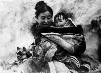 NANOUK L'ESQUIMAU (Nanook of the North) réalisé par Robert Flaherty (1922). Ce film est l'un des premiers films documentaires de long métrage.