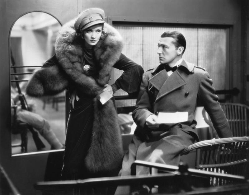 SHANGHAÏ EXPRESS de Josef von Sternberg (1932 et récompensé par l'Oscar de la meilleure photographie avec Marlene Dietrich, Clive Brook et Anna May Wong