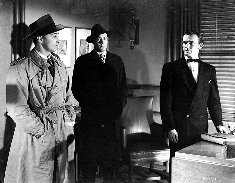 Robert Mitchum (‡ gauche) et personnages
