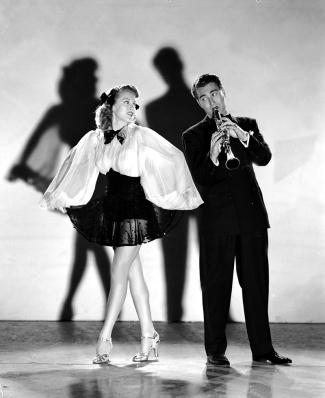 Lana Turner et Artie Shaw dans DANCING CO-ED réalisé par S. Sylvan Simon(1939)