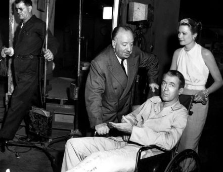 ON SET - REAR WINDOW (Fenêtre sur cour) - Alfred Hitchcock - 1954 - James Stewart, Grace Kelly