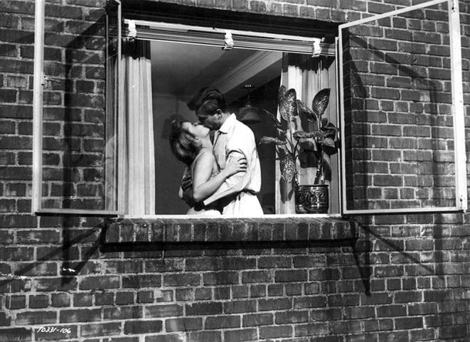 REAR WINDOW (Fenêtre sur cour) - Alfred Hitchcock - 1954