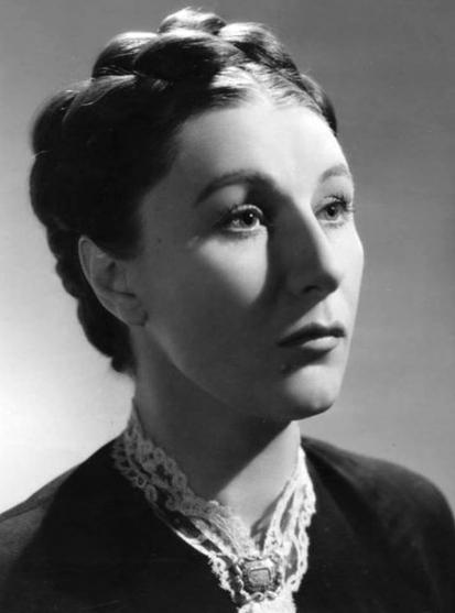L'extraordinaire performance de Judith Anderson (1898-1992) interprétant Mrs Danvers inaugurait une longue série de femmes tourmentées évoluant entre le crime et la folie.